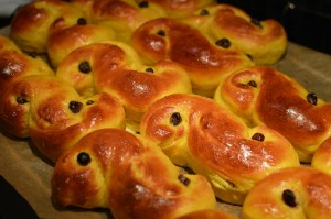 Swedish saffron buns (lussekatt or lussebulle)