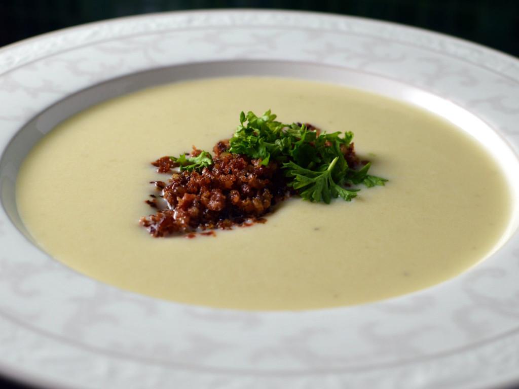 Soup with jerusalem artichoke