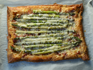 Asparagus puff pastry tart with bacon and cheese