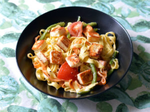 Tagliatelle with halloumi and tomatoes