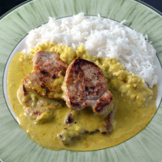 Pork chops with banana and curry sauce