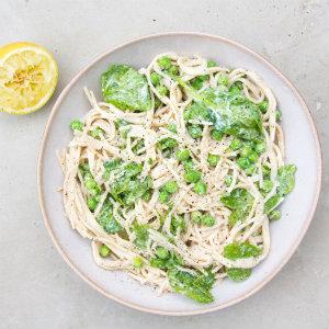 Creamy pea spinach pasta