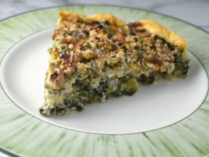 Kale pie with walnuts and blue cheese