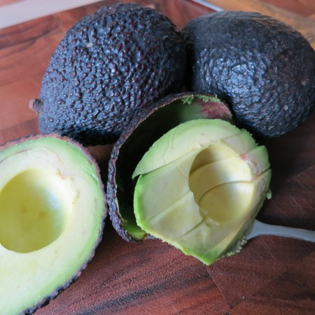 This is how we slice an avocado without making a mess