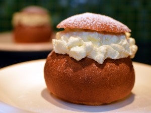 Recipe: Swedish Semlor (fastlagsbullar or hetvägg) – sweet cream bun eaten during Mardi gras