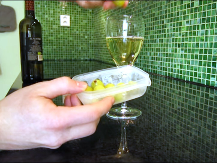 how to quickly chill a glass of wine