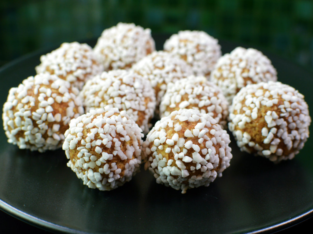 gingerbread balls - pepparkaksbollar
