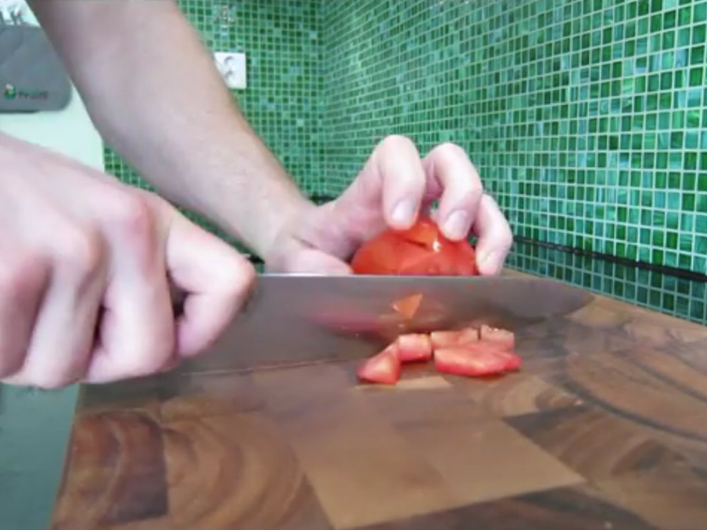 how to chop a tomato