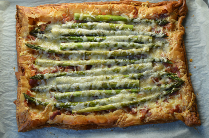 Recipe: Asparagus puff pastry tart with bacon and cheese