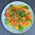 krämig pasta med färska champinjoner, fetaost och tomat
