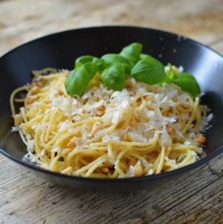 Spagetti med brynt smör citron och vitlök
