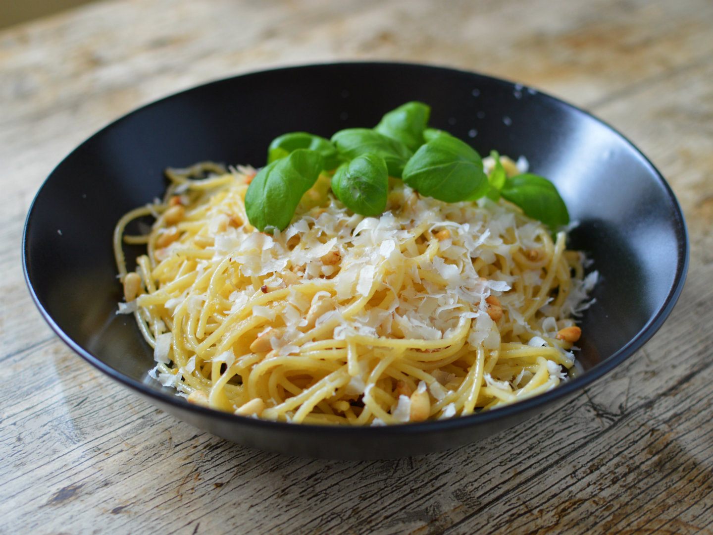Browned butter lemon spaghetti with garlic