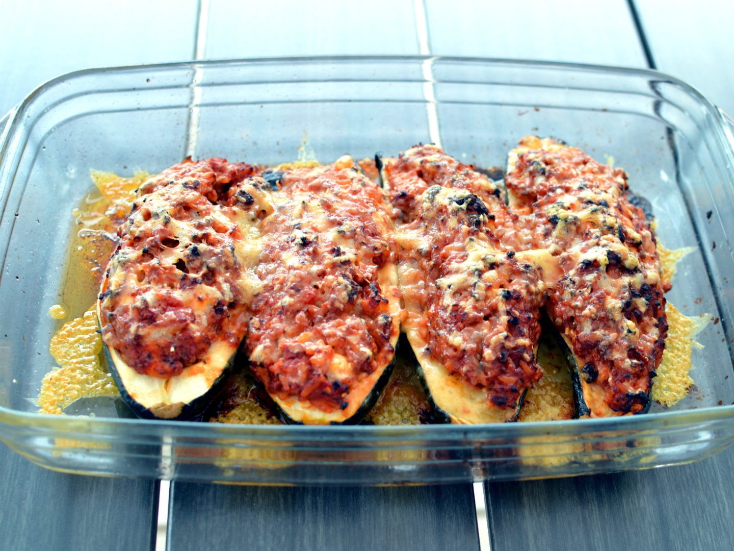 Zucchini filled with vegan ground meat