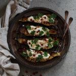 kitchen of Anna - ugnsbakade auberginebåtar med vitlöksyoghurt