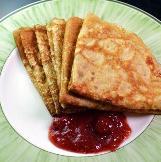 recept pannkakor med jordgubbssylt