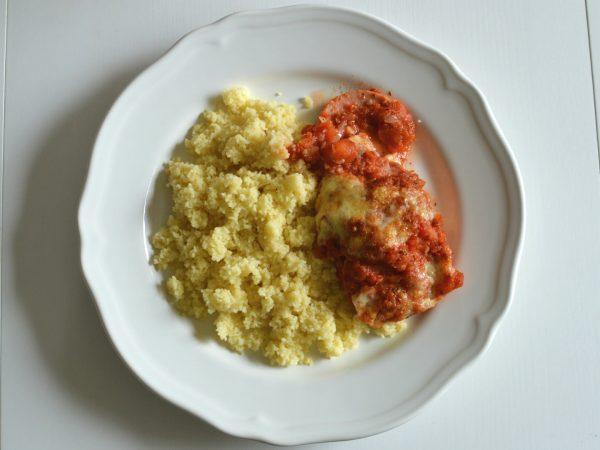 Falukorv och tomat i ugn med couscous