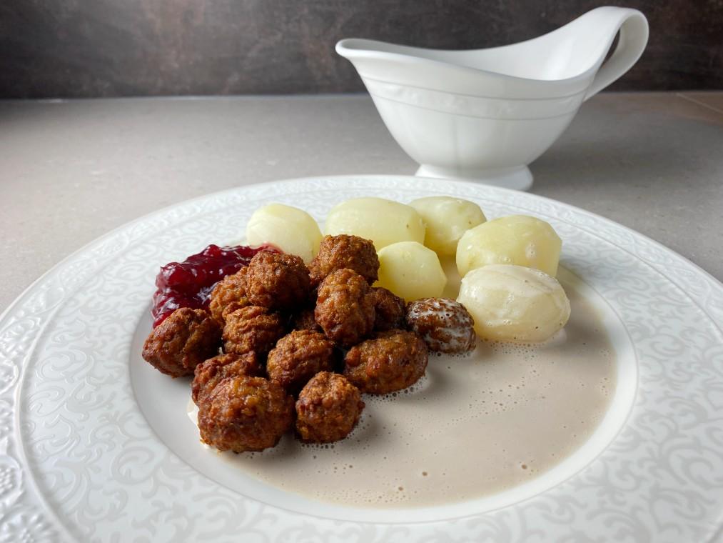 Vegobullar med potatis och gräddsås