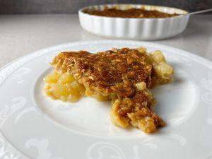 Knäckig päronpaj med brynt smör