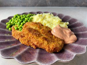Skinkschnitzel med potatismos och ärtor