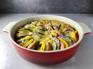 Ugnsstekt falukorv med zucchini och paprika