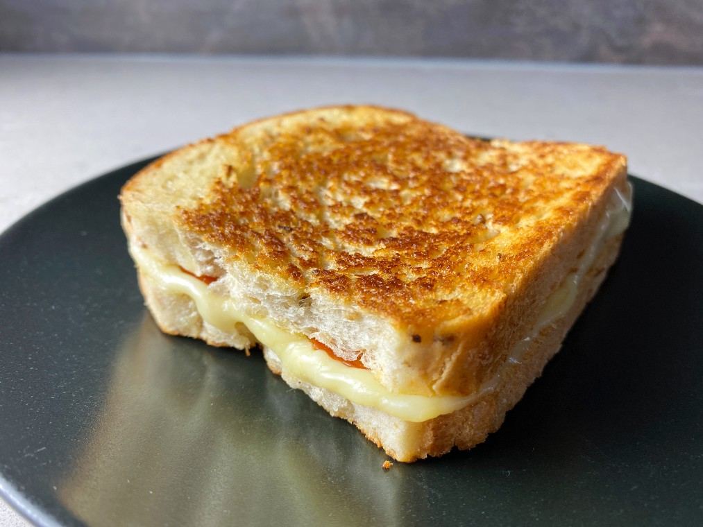 Grilled cheese med salami