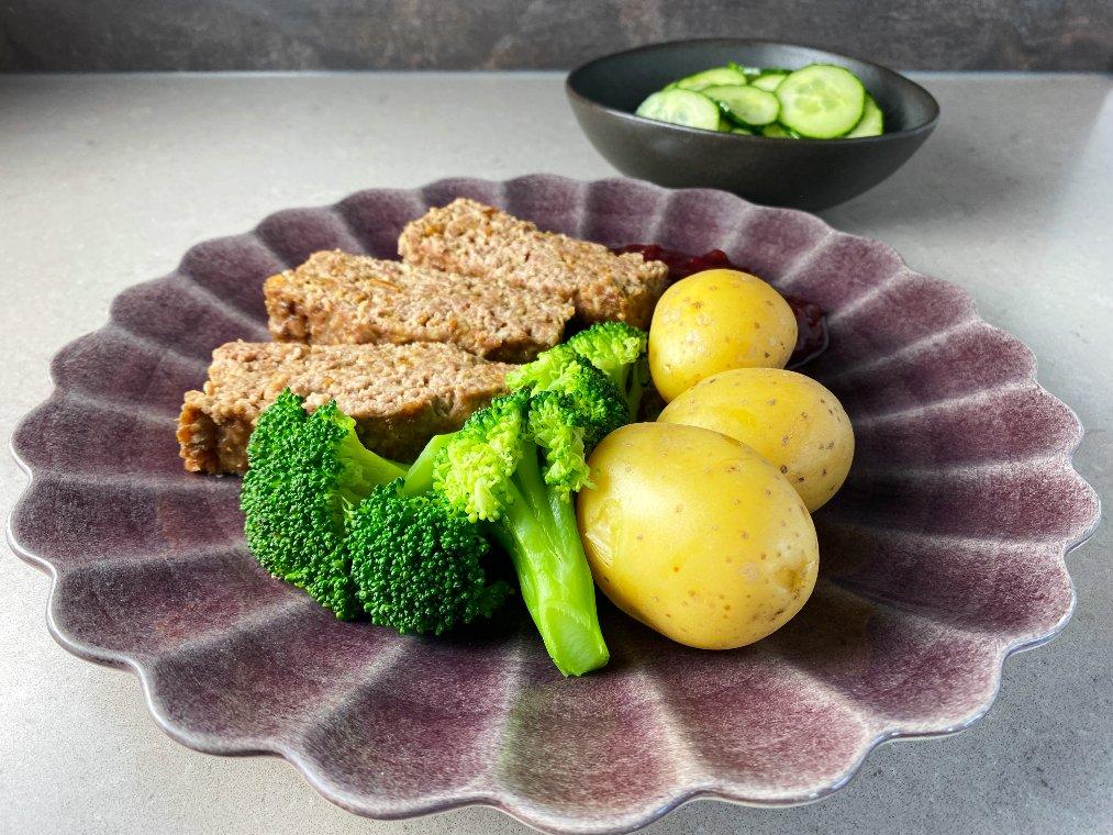 Köttfärslimpa med löksås