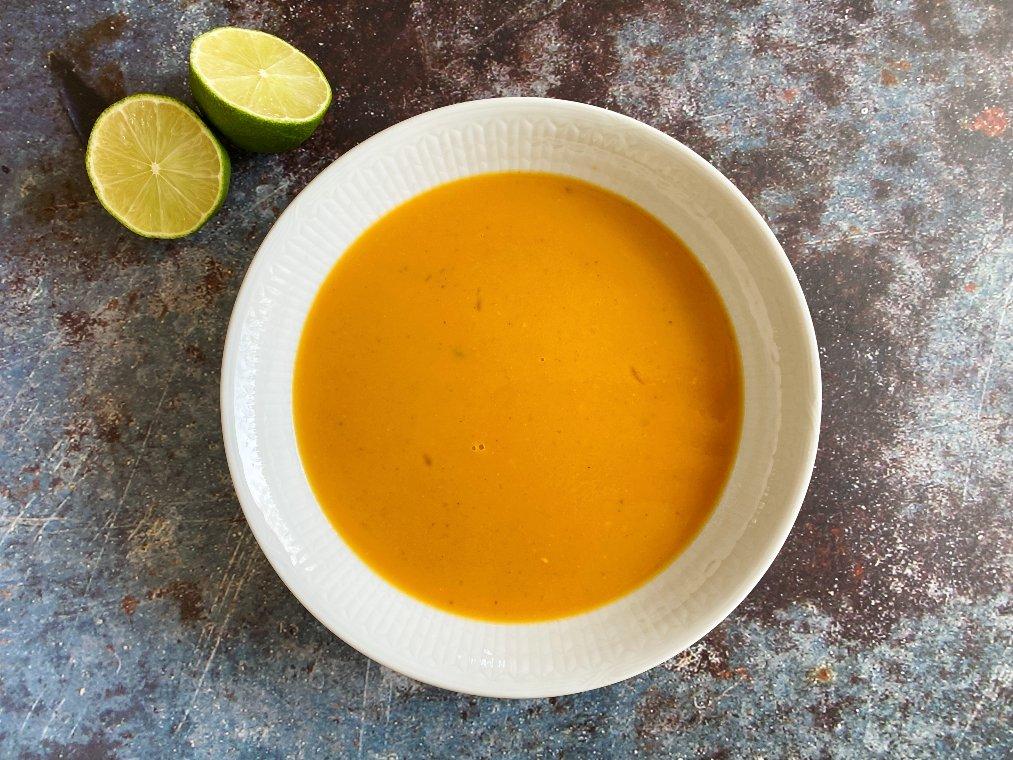 Sötpotatissoppa med kokosmjölk och lime