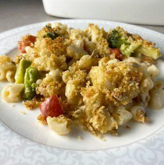 Mac and cheese med broccoli och tomat