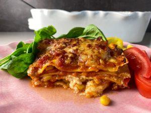Vegetarisk lasagne med pesto och majs